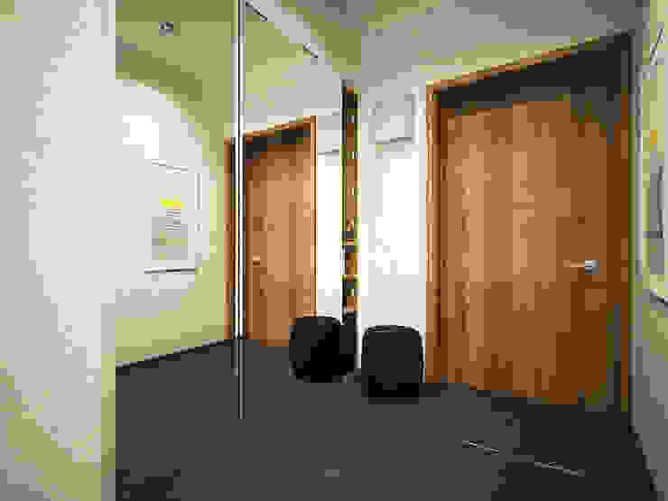 Дизайн однокомнатной квартиры. Коридор, прихожая и лестница в скандинавском стиле от Александра Петропавловская Скандинавский