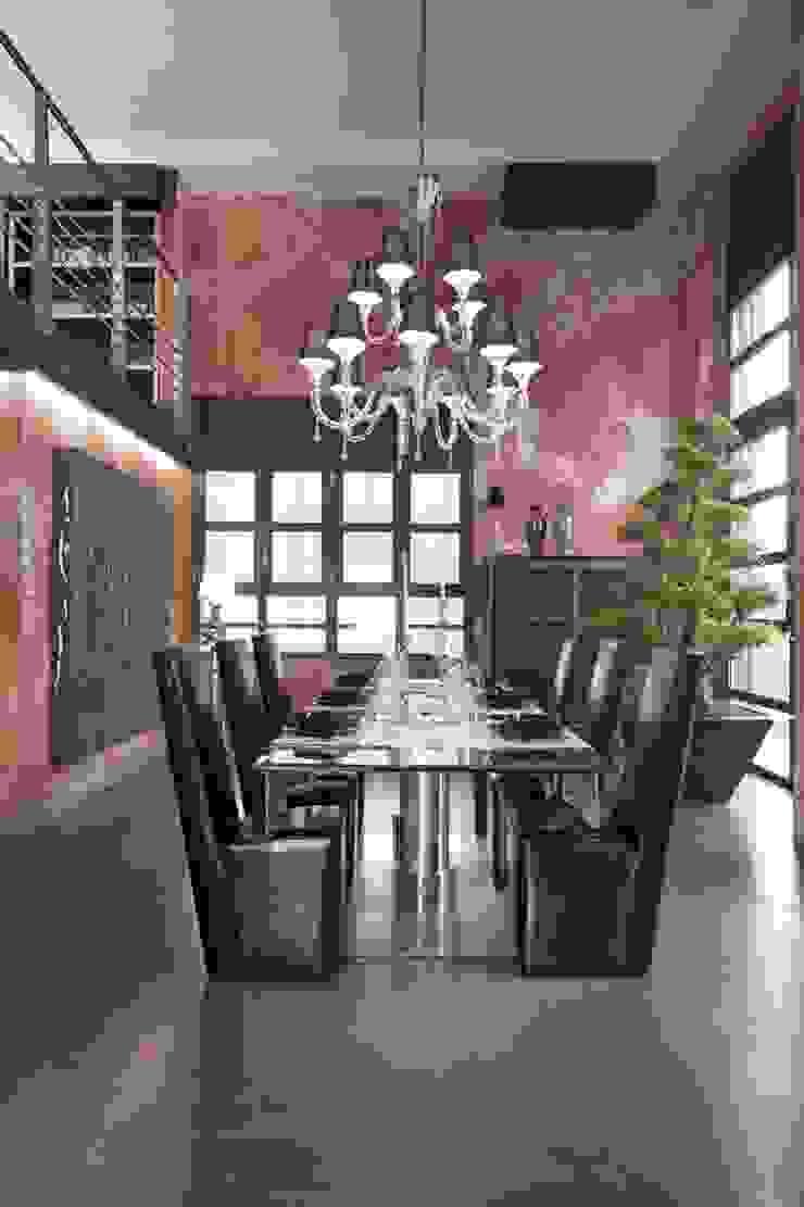 Italian Loft Sala da pranzo in stile industriale di vemworks Industrial