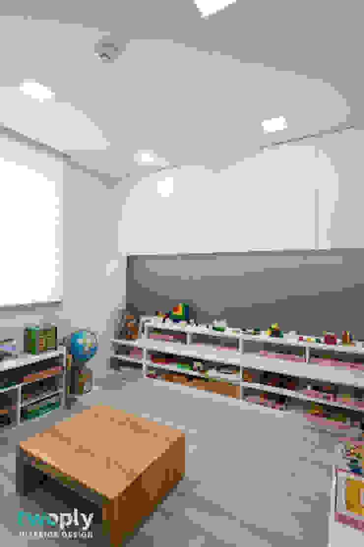 가족을 위한 단독주택 모던스타일 아이방 by 디자인투플라이 모던