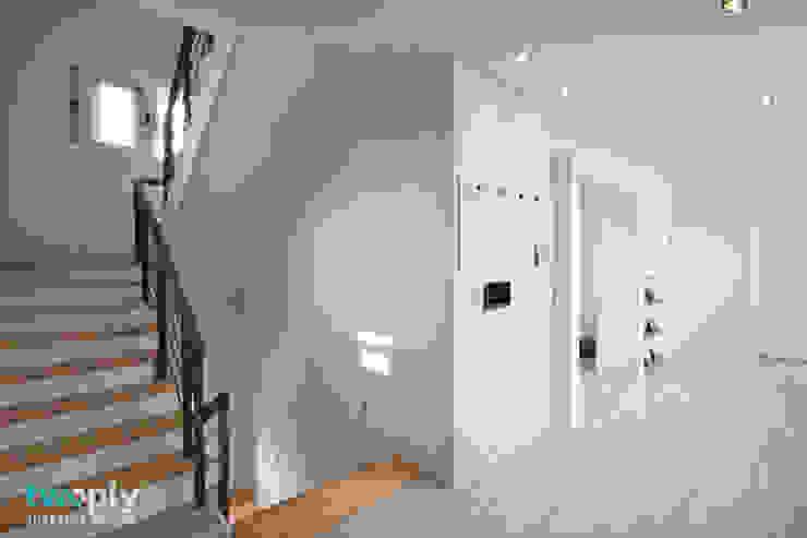 가족을 위한 단독주택 모던스타일 복도, 현관 & 계단 by 디자인투플라이 모던