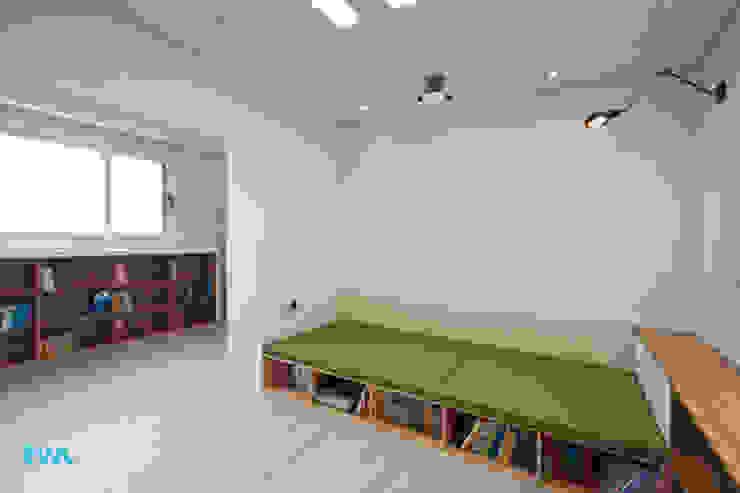 가족을 위한 단독주택 모던스타일 미디어 룸 by 디자인투플라이 모던