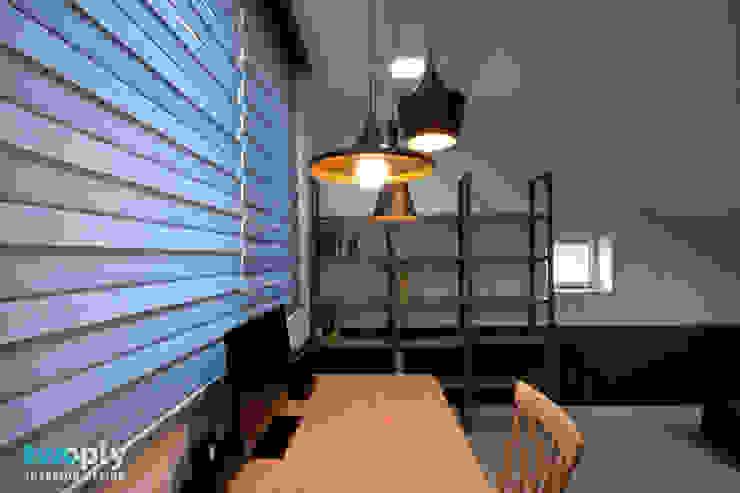 가족을 위한 단독주택 모던스타일 서재 / 사무실 by 디자인투플라이 모던