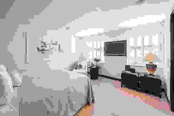 Belgravia Mews House: modern  by Landmass London, Modern