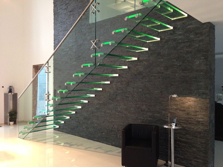 Glass staircase with LED de Siller Treppen/Stairs/Scale Moderno Vidrio
