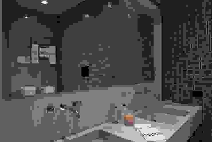 Banheiros modernos por archbcstudio Moderno