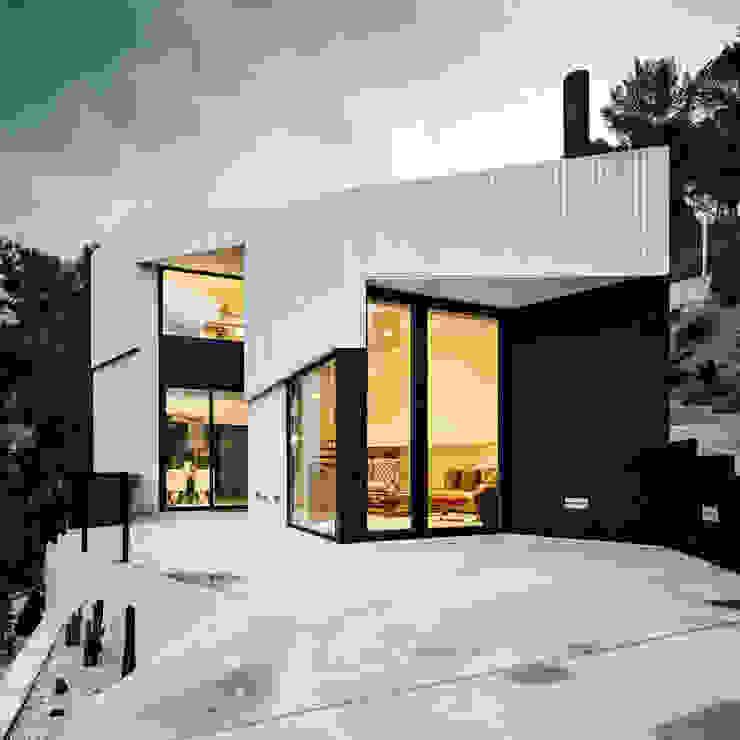 House in L'Ametlla del Vallès Mediterranean style house by MIRAG Arquitectura i Gestió Mediterranean