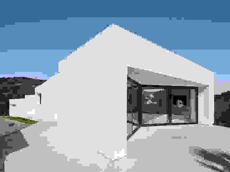 Casa en Llavaneres Casas de estilo mediterráneo de MIRAG Arquitectura i Gestió Mediterráneo