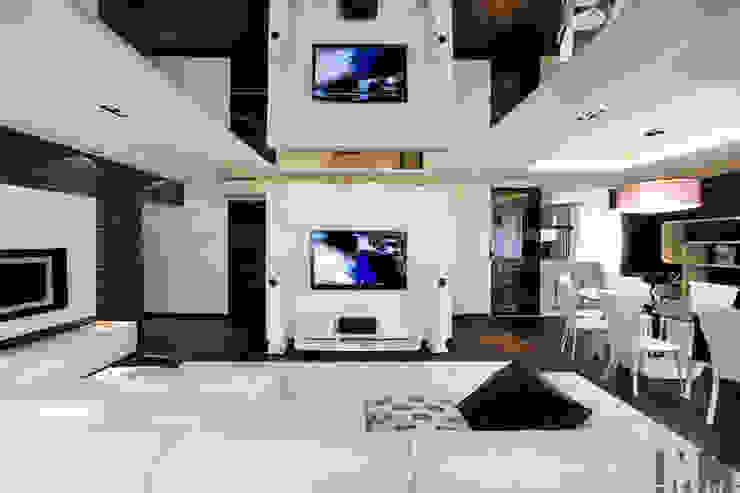 Ruang Keluarga Minimalis Oleh ММ-design Minimalis