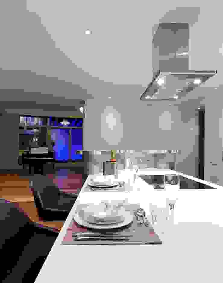 Penthouse Interior Design, River Thames, London Residence Interior Design Ltd Modern dining room