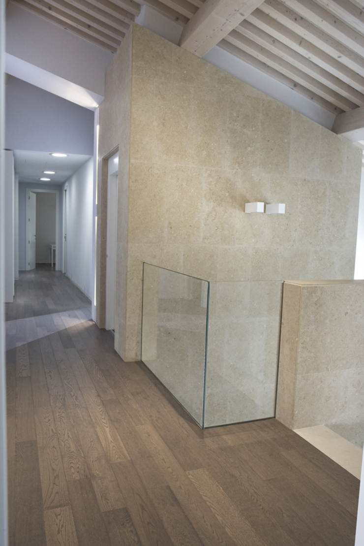 RESTAURO VILLA SAMPO' Case moderne di MONTRESOR & ARDUINI Moderno
