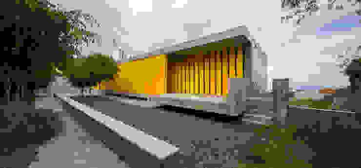 EL LASSO COMMUNITY CENTER Corredores, halls e escadas modernos por ROMERA Y RUIZ ARQUITECTOS Moderno