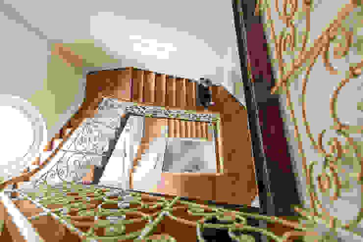 Villa Viktoria Treppenhaus Moderner Flur, Diele & Treppenhaus von Wohnwert Innenarchitektur Modern