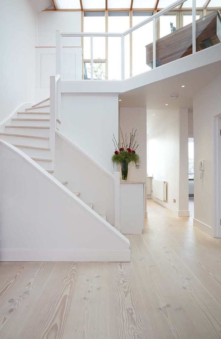 Parliament Hill Interior Design, Hampstead, London Scandinavian style corridor, hallway& stairs by Residence Interior Design Ltd Scandinavian