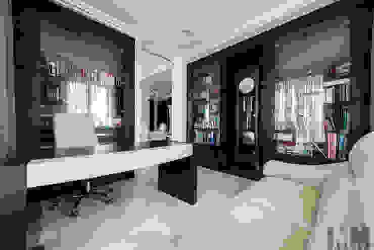 Просетлённый ар-деко Рабочий кабинет в классическом стиле от ММ-design Классический