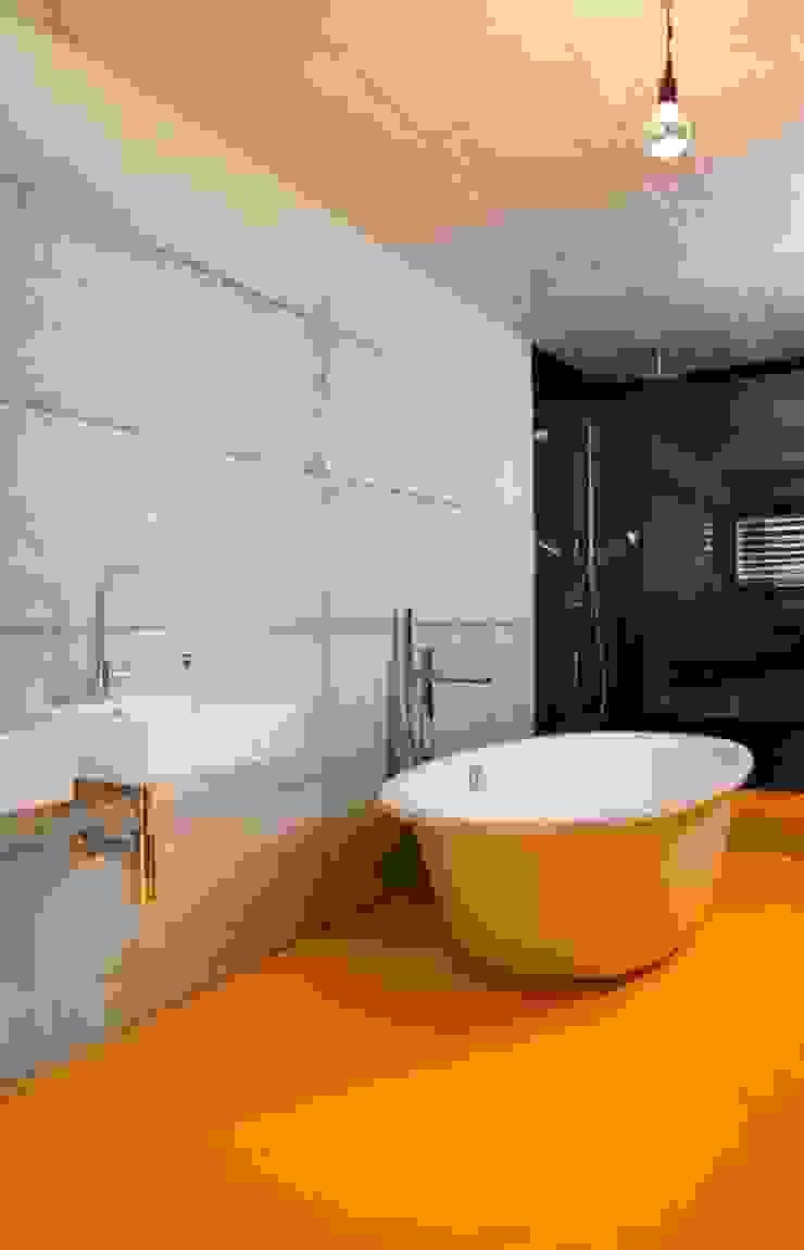 Sub & Add Marty Häuser AG Moderne Badezimmer