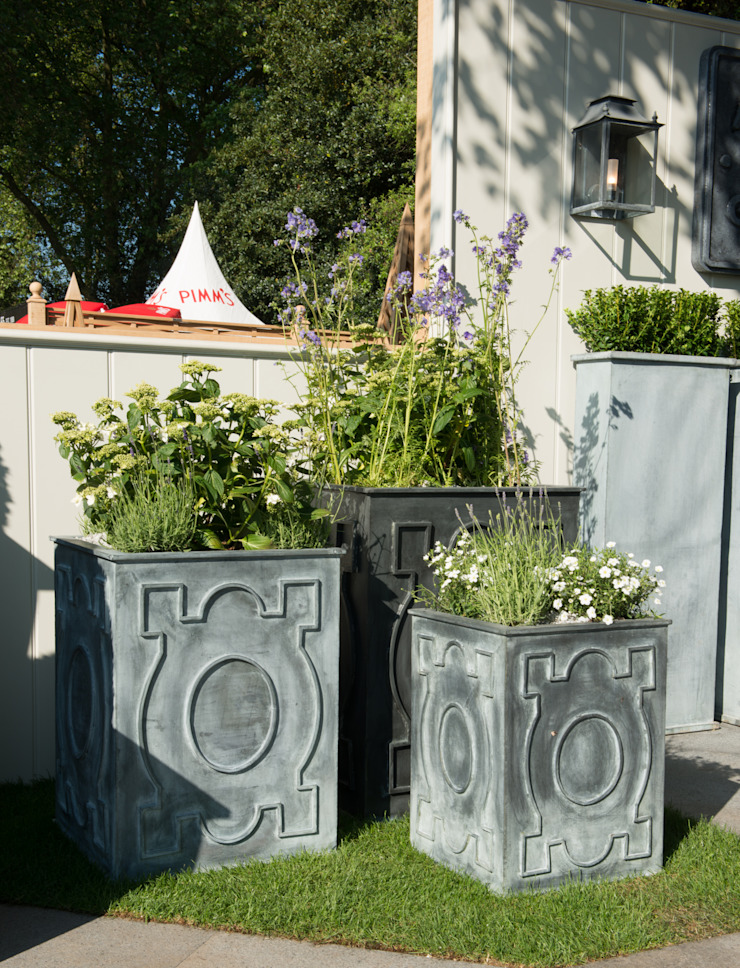 French Zinc Planters de A Place In The Garden Ltd. Rústico