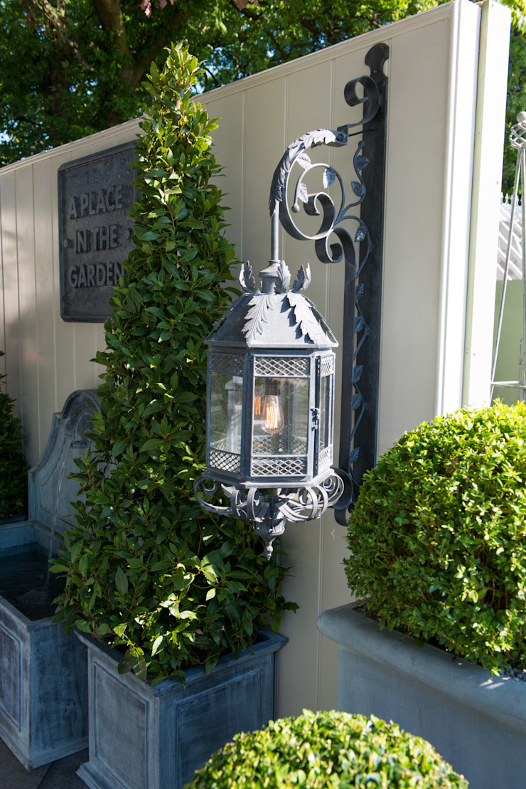 Ravello Wall Light de A Place In The Garden Ltd. Rústico