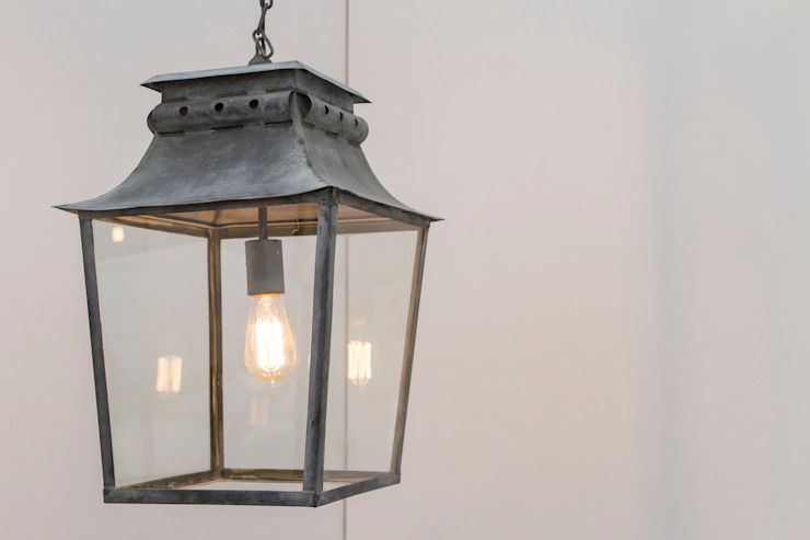 Bath Hanging Lantern de A Place In The Garden Ltd. Rústico