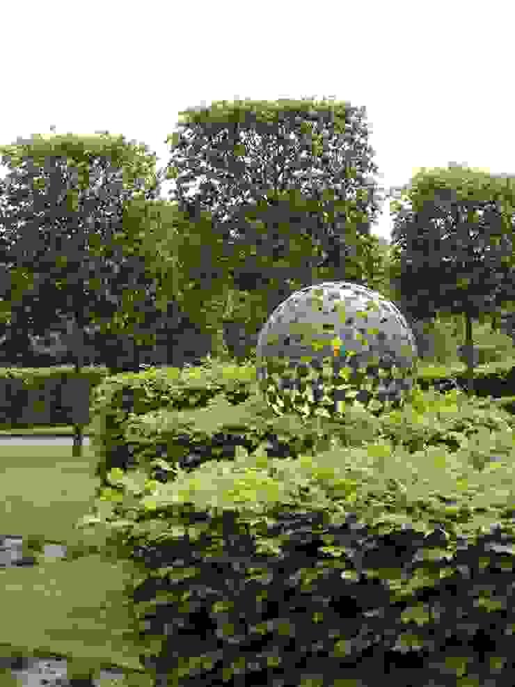 Manor House, Suffolk, UK: classic  by Deakinlock Garden Design, Classic