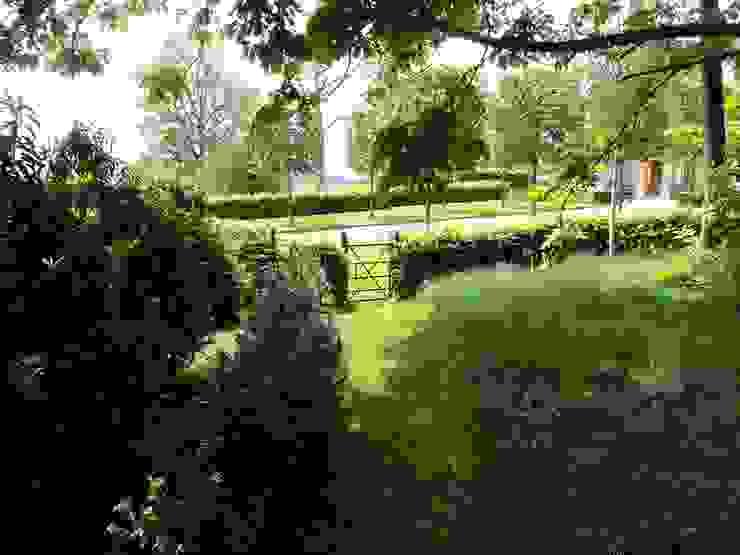 Garden gate van Deakinlock Garden Design Klassiek