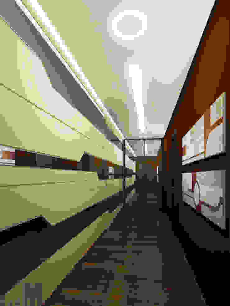 В круге света Коридор, прихожая и лестница в стиле минимализм от ММ-design Минимализм