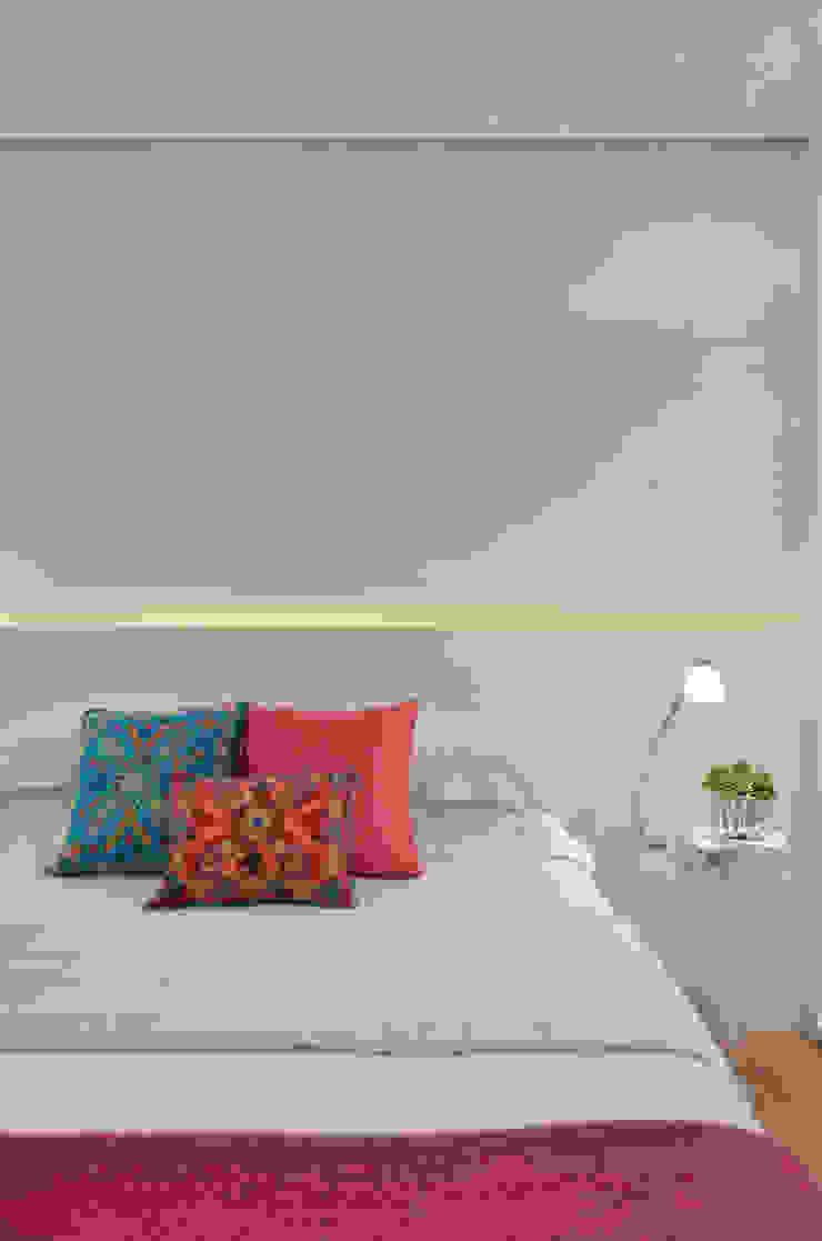 Dormitório jovem S|R Quartos clássicos por Redecker + Sperb arquitetura e decoração Clássico