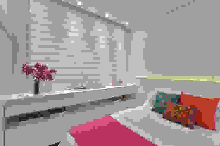 Dormitorios de estilo  por Redecker + Sperb arquitetura e decoração, Clásico