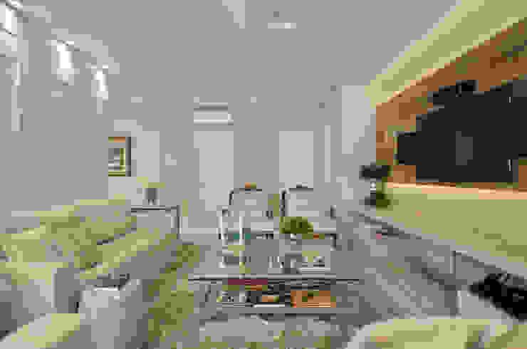 c Salas de estar clássicas por Redecker + Sperb arquitetura e decoração Clássico