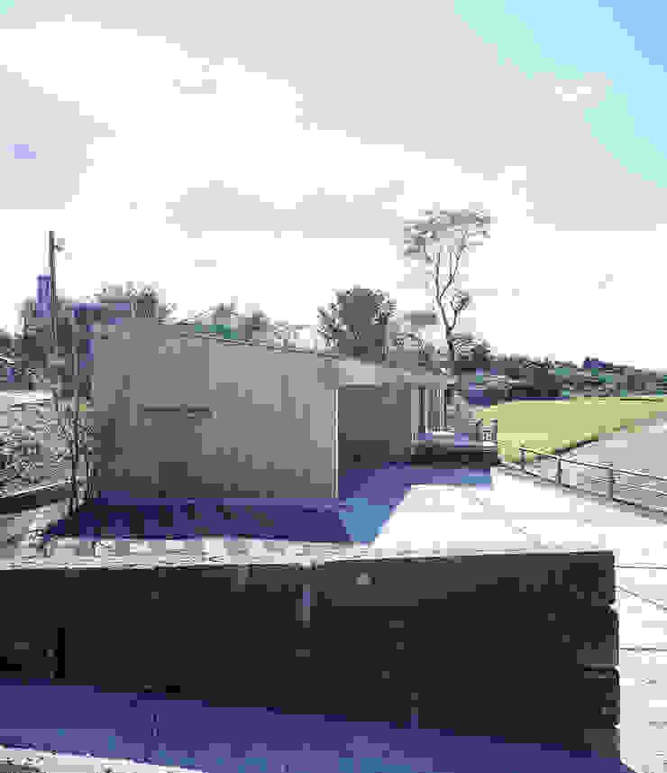 Case moderne di ㈱ライフ建築設計事務所 Moderno