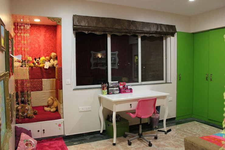 ECLECTIC GLAMOUR Nursery/kid's room by Hopskoch