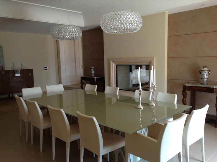 Sobrietà ed eleganza in una residenza irpina Case moderne di Mariella Ansaldi architetto Moderno