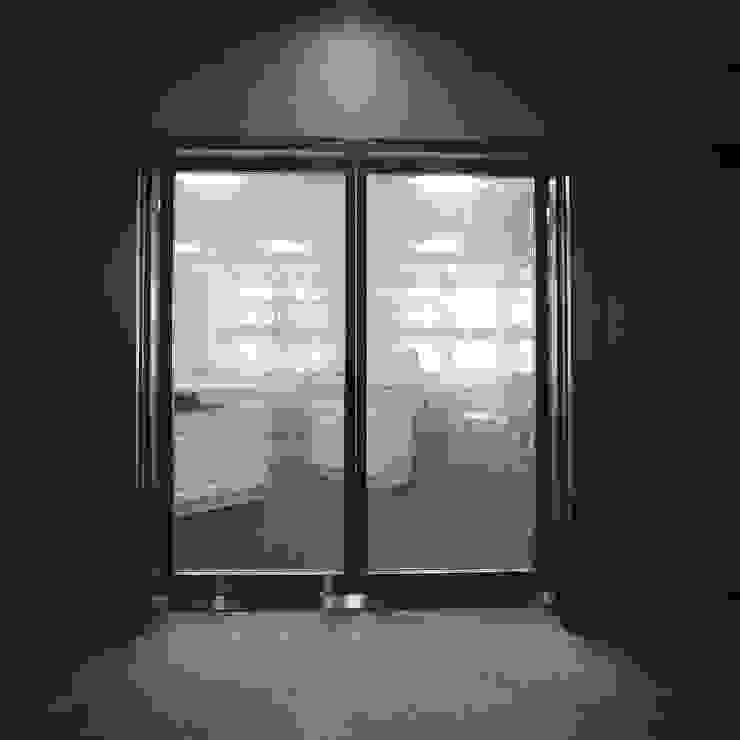 エントランス の Yoshiharu Shimazaki Architect Studio,INC モダン