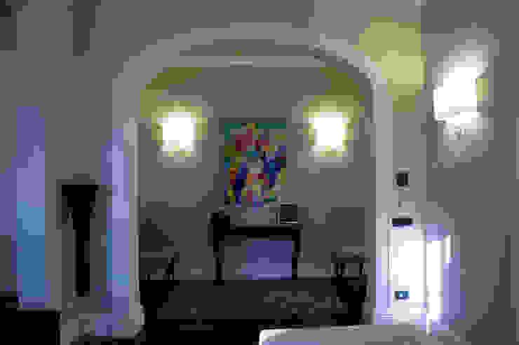 una casa classica Ingresso, Corridoio & Scale in stile classico di archbcstudio Classico