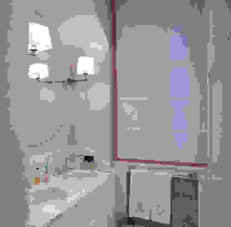 bagno padronale Bagno in stile classico di archbcstudio Classico