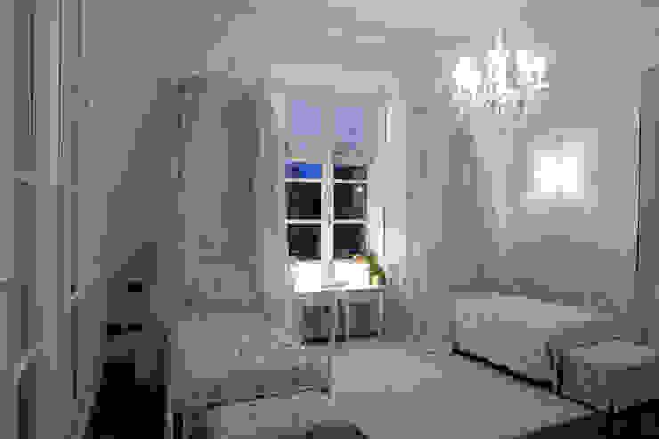 camera dei bambini Camera da letto in stile classico di archbcstudio Classico