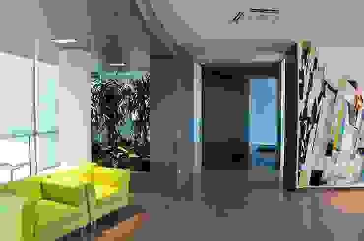 Uffici Edilnord 2011 di MONTRESOR & ARDUINI Moderno