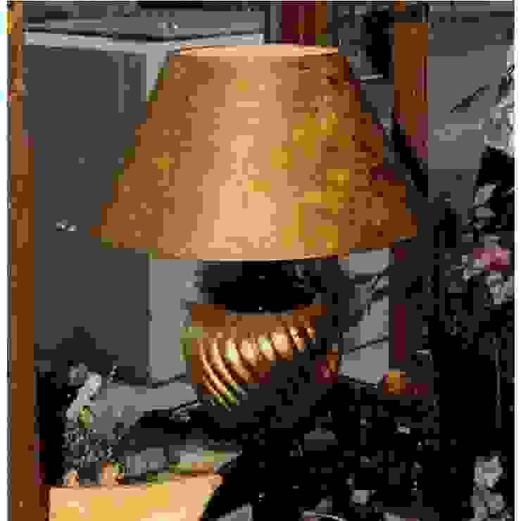 Vasenleuchte schwarz-gold mit Lampenschirm Klassischer Multimedia-Raum von Atelier Winter & Partner Klassisch Keramik