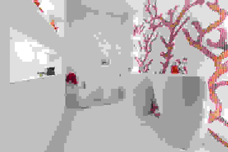 Ванная комната в стиле минимализм от StudioG Минимализм
