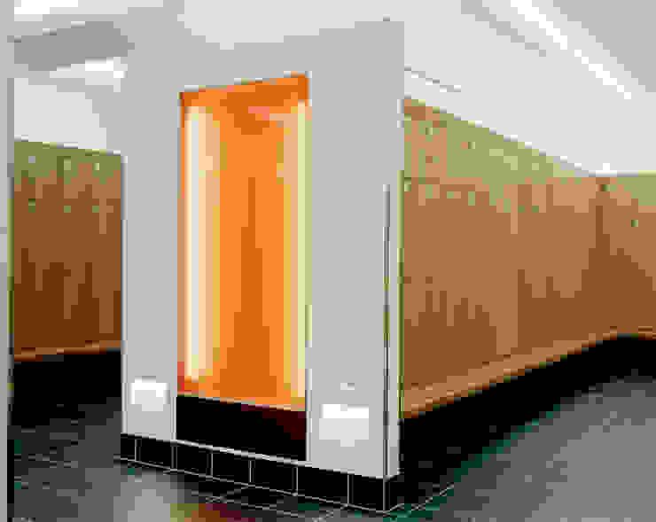 Umkleideräume Moderner Spa von SEHW Architektur GmbH Modern