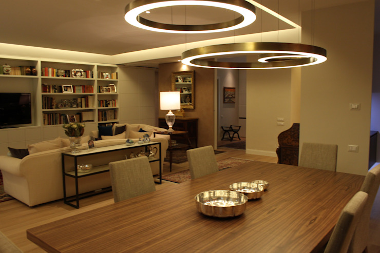 Libertà di spazi tra interno ed esterno Case moderne di Mariella Ansaldi architetto Moderno