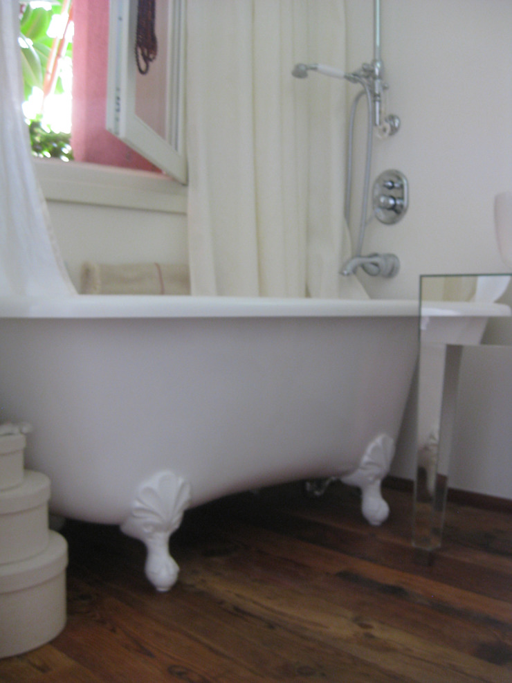 Eclectic style bathroom by STUDIOFLUIDO Eclectic