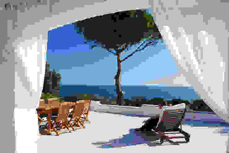 Mediterranean style living room by DEFPOINT STUDIO architettura & interni Mediterranean