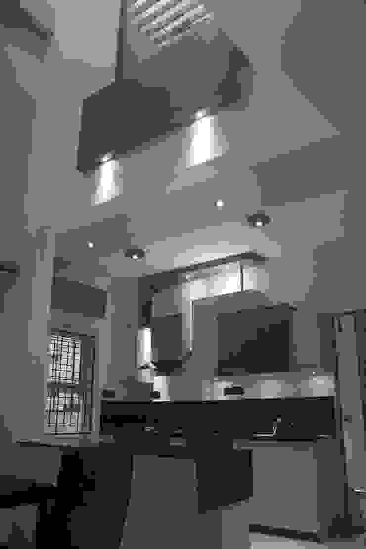 Kitchen Modern houses by Ashwin Architects Modern