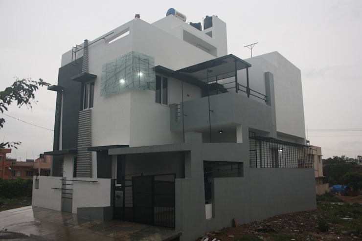 Front Facade Modern houses by Ashwin Architects Modern