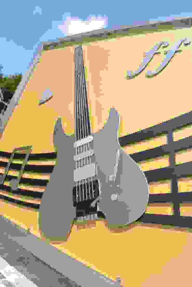 Stainless Steel Music Gate by Edelstahl Atelier Crouse: Сучасний