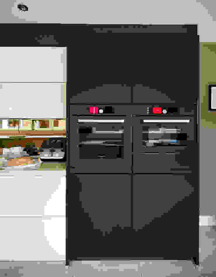 LINDA & IAN'S KITCHEN Modern kitchen by Diane Berry Kitchens Modern