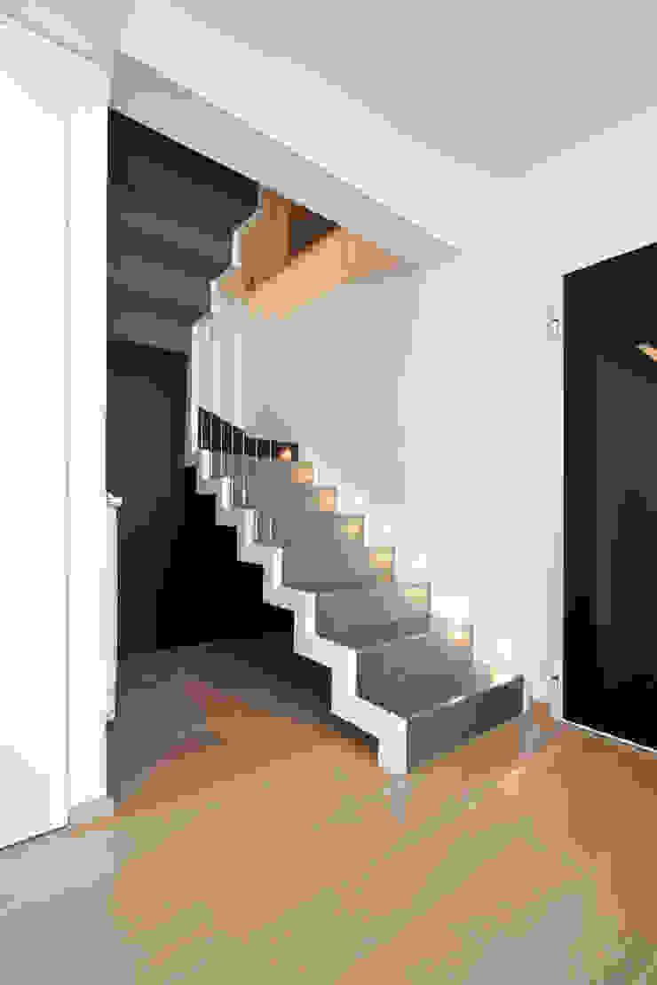 Casa LM Ingresso, Corridoio & Scale in stile moderno di Laboratorio di Progettazione Claudio Criscione Design Moderno