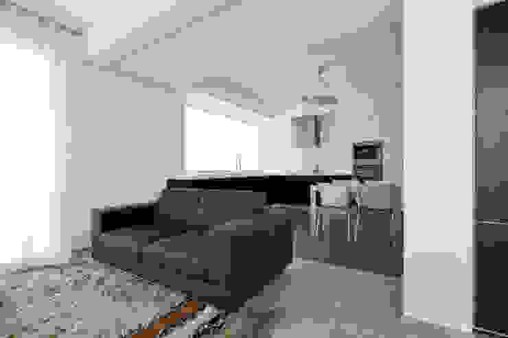 Casa LM Soggiorno moderno di Laboratorio di Progettazione Claudio Criscione Design Moderno