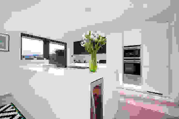 MR & MRS BLANK'S KITCHEN Modern kitchen by Diane Berry Kitchens Modern