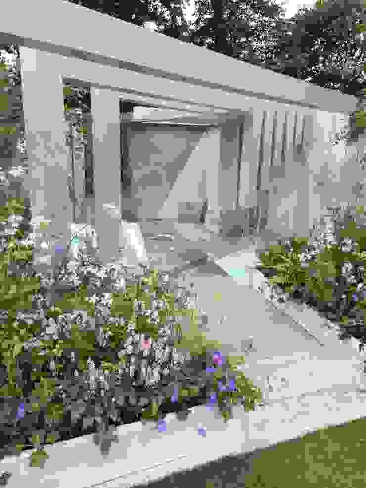 garden of solitude: modern  by Alexandra Froggatt Design, Modern